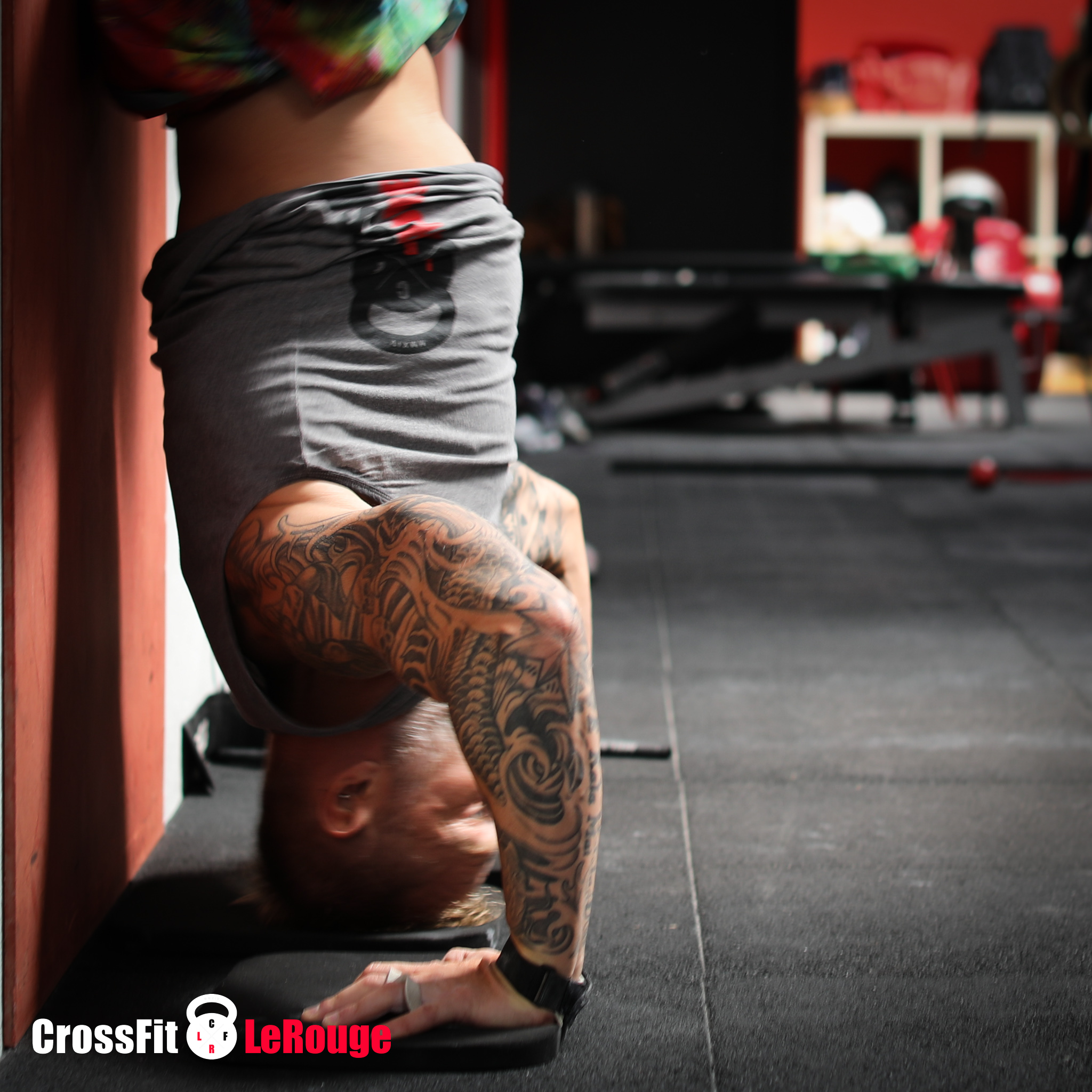 clean squat handstand