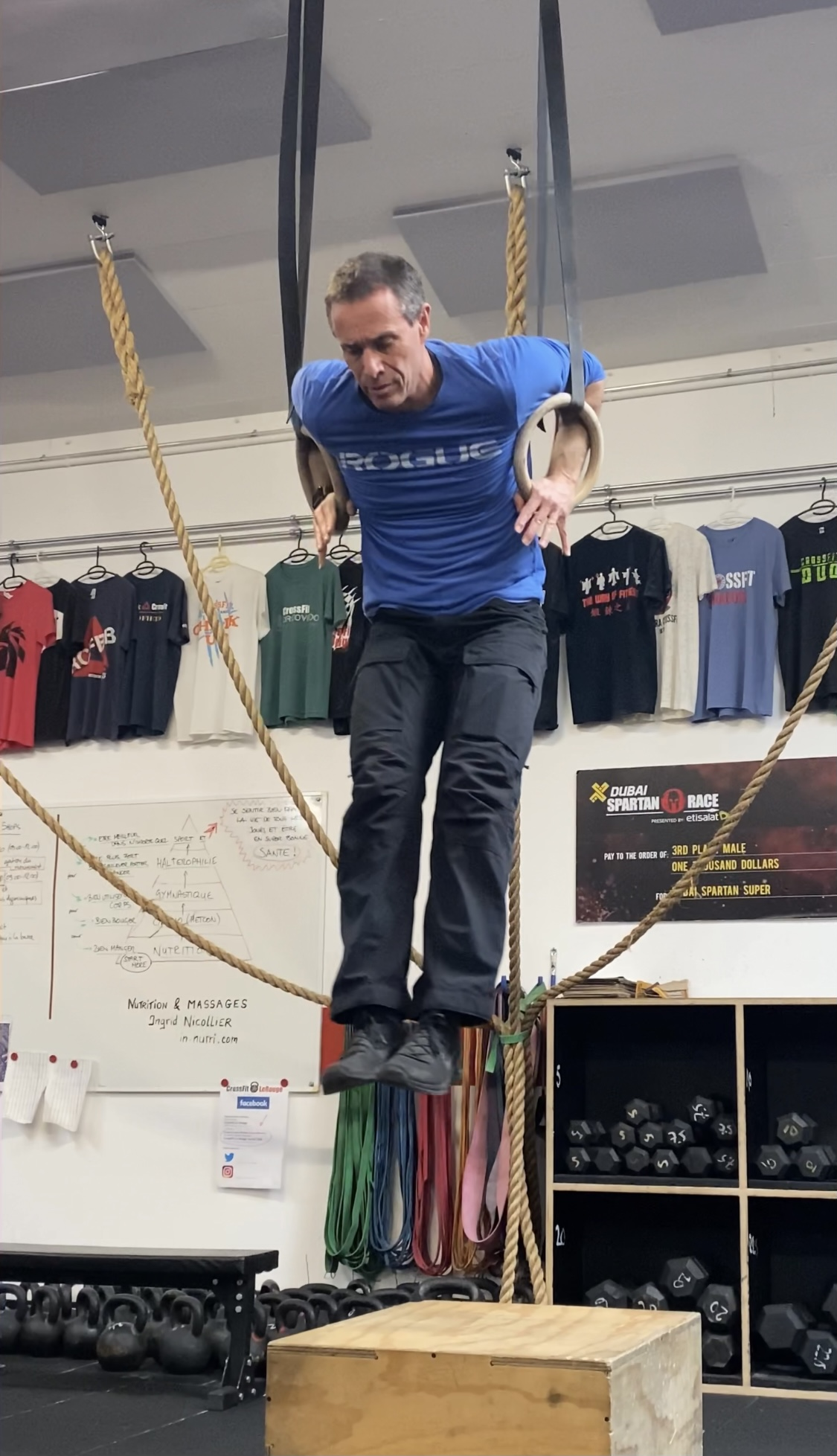 CrossFit WOD muscle-ups air-squats rowing