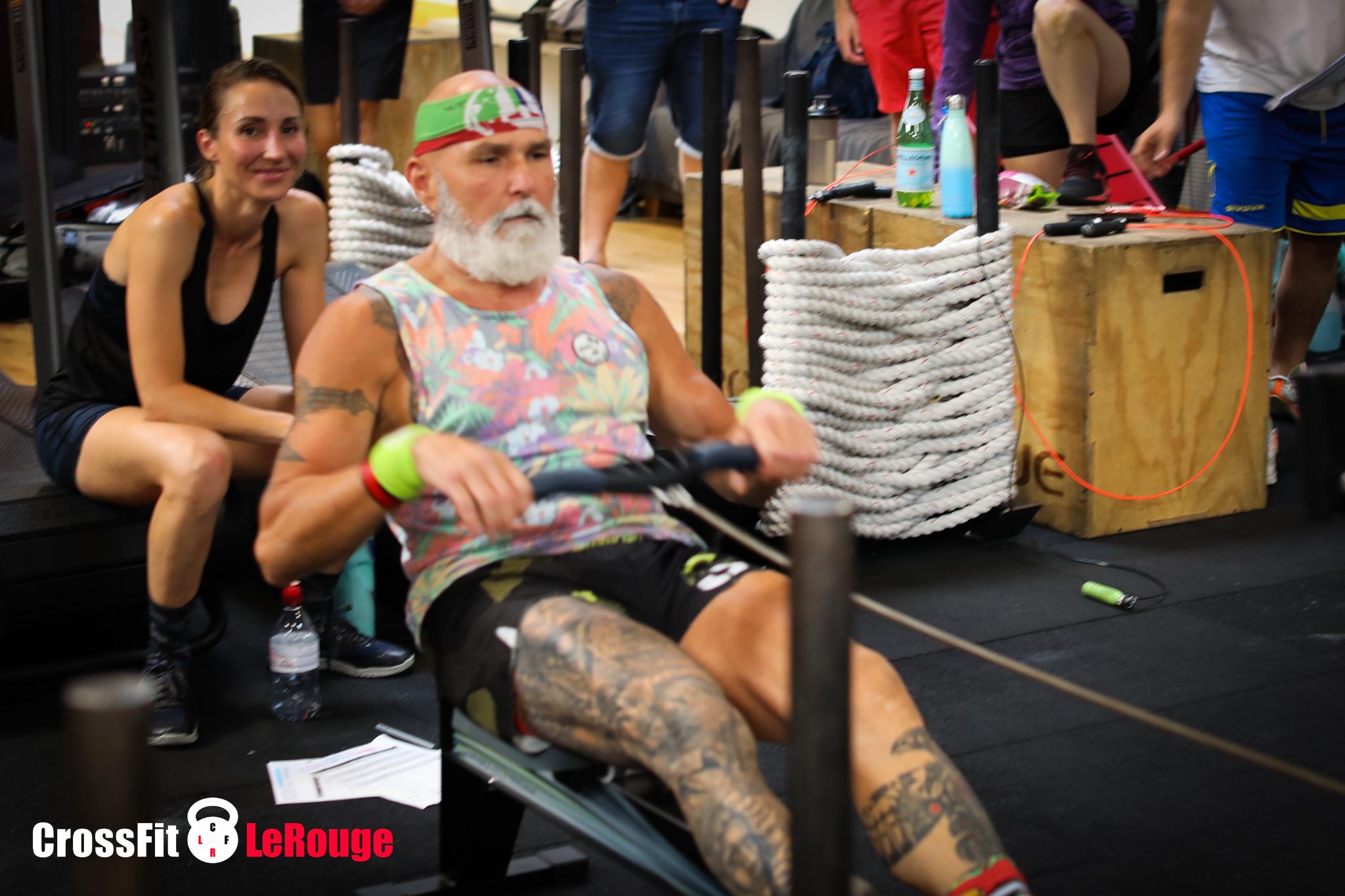 CrossFit WOD rowing high intensity